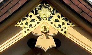 神社の柱金具